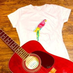 Tops - 🦜 Sparkly parrot tee